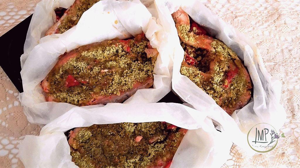 Barchette di salmone al timo nei loro cartocci