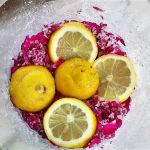 Mamellata di rose antiche Preparazione petali con zucchero e limoni
