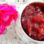 Mamellata di rose antiche con rosa su cento antico