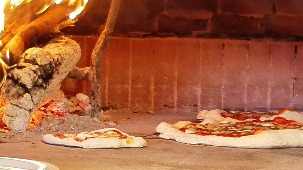 Pizze di Carlo, Loch e la mia in forno a legna