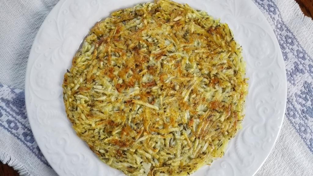 Rosti di patate su piatto