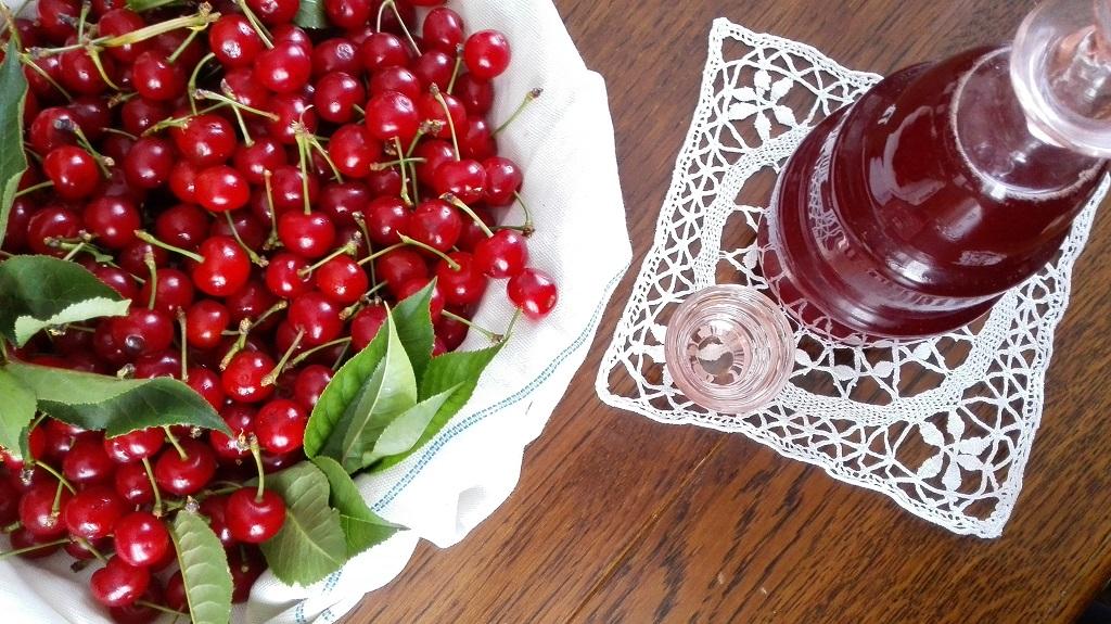 Amarene, sciroppo di amarene e bicchierino di Maraschino