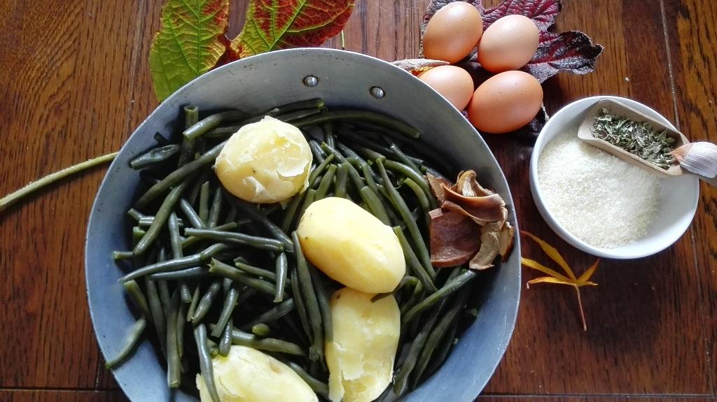 Fagiolini e patate lessate, funghi ammollati