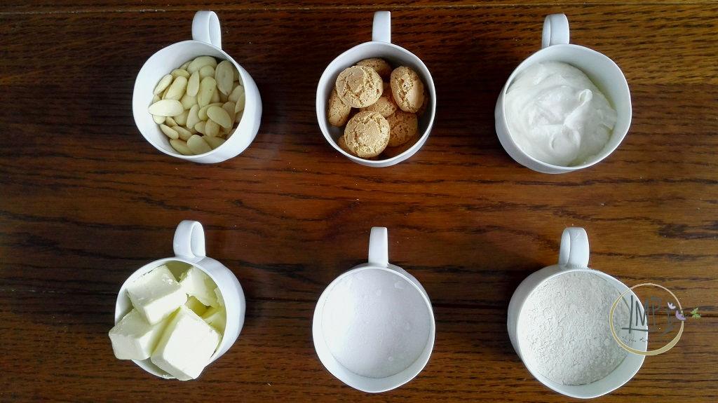 Torta Claudia di amaretti ingredienti in tazze