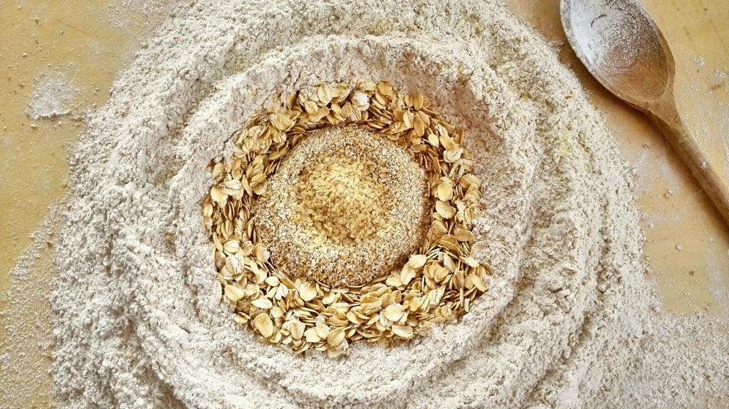 Ingredienti: misto di farine, crusca e germe di grano
