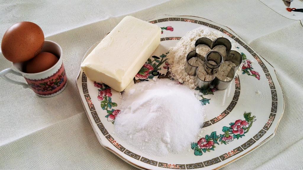 Canestrelli genovesi ingredienti su piatto