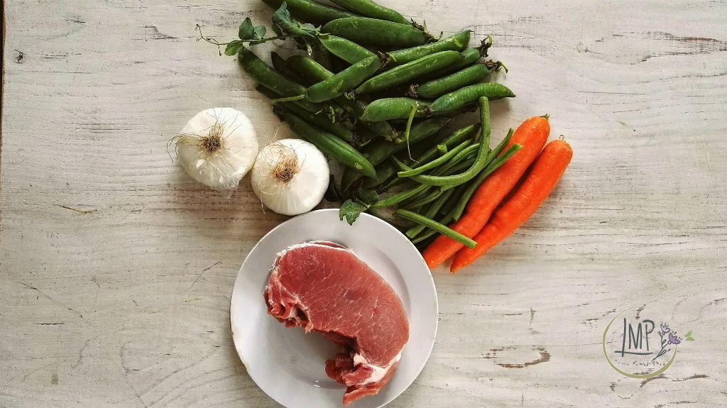 Insalata di verdure cotte Ingredienti per l'insalata e lonza