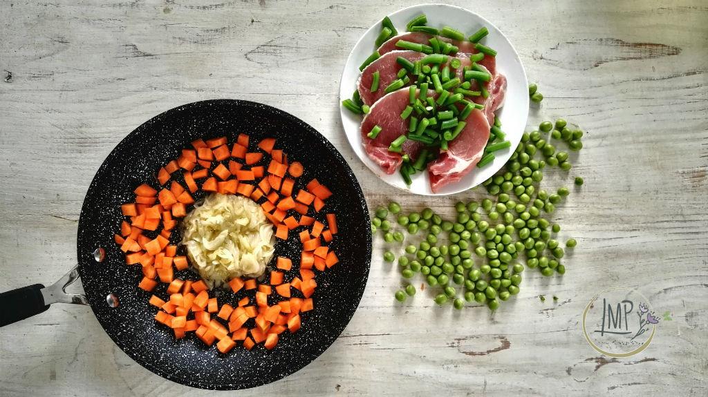 Insalata di verdure cotte Ingredienti preparati pronti per la cottura