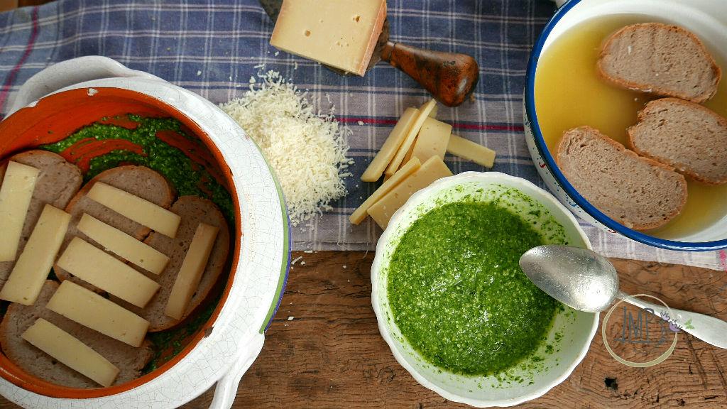 Zuppa Valdostana Fontina a fette su pane