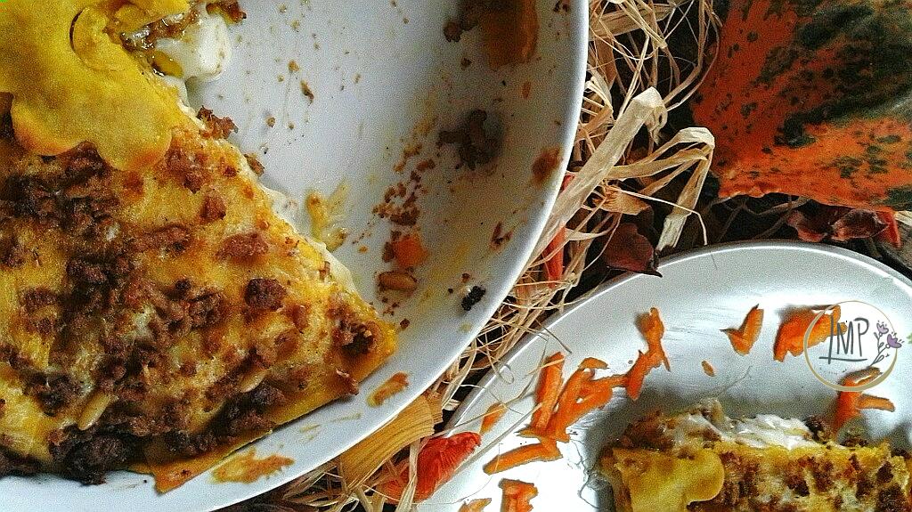 Lasagne di Halloween con zucca fetta e tegame