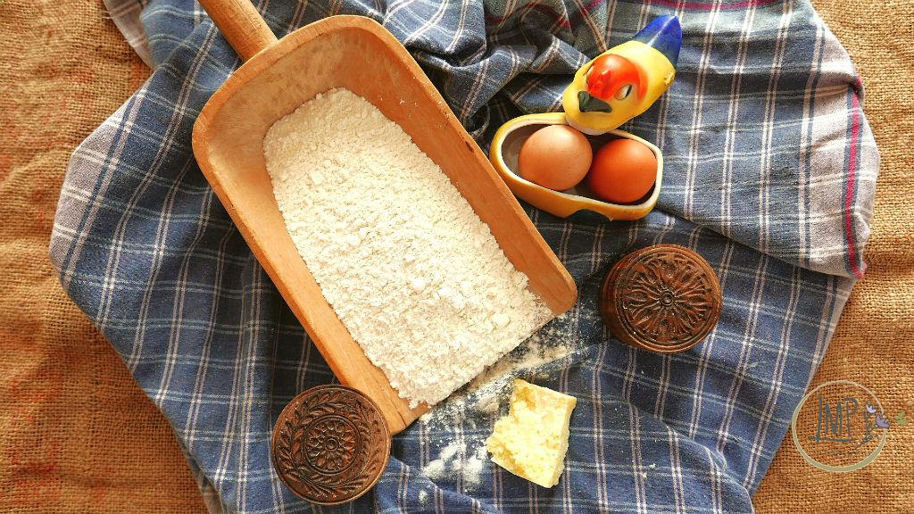 Corzetti al pesto corzetti Ingredienti corzetti su telo quadrettato