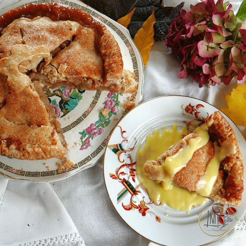 Apple pie fetta con crema vaniglia e torta