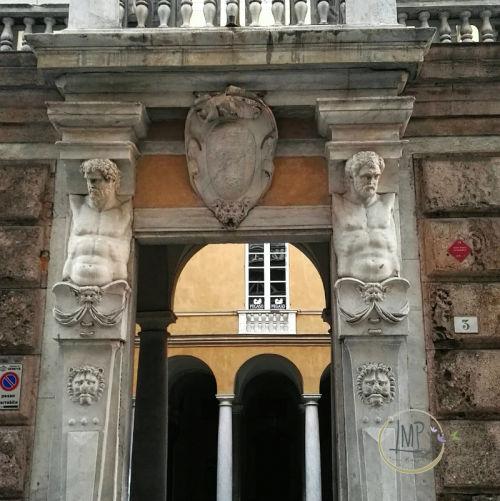 Capodanno a Genova Palazzo Lercari particolare telamoni