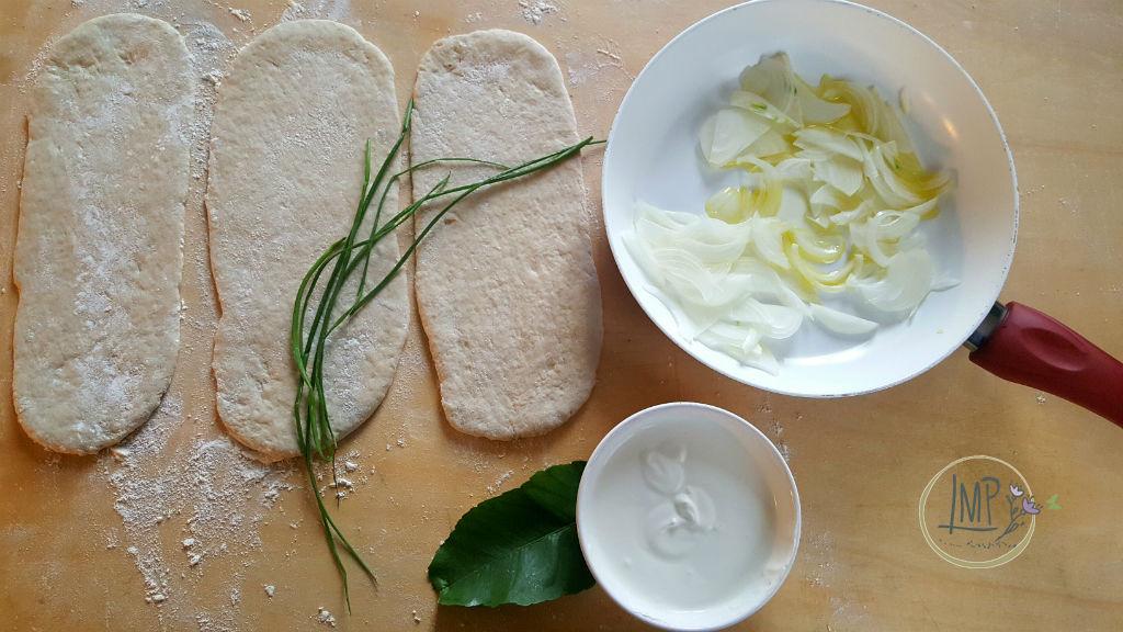 Dinnede ingredienti preparati su spianatoia