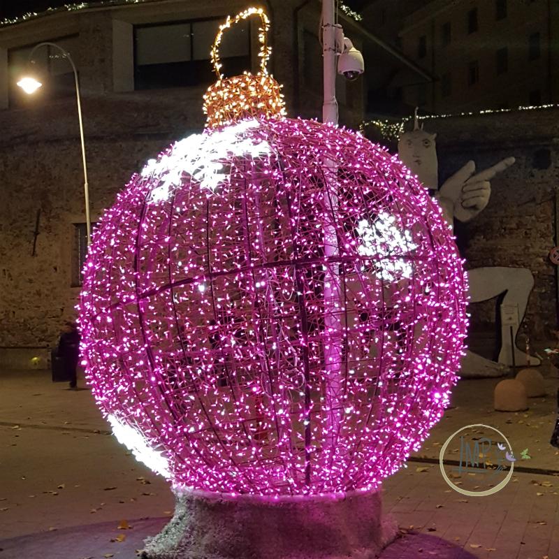 Natale a Genova Luci palla rosa