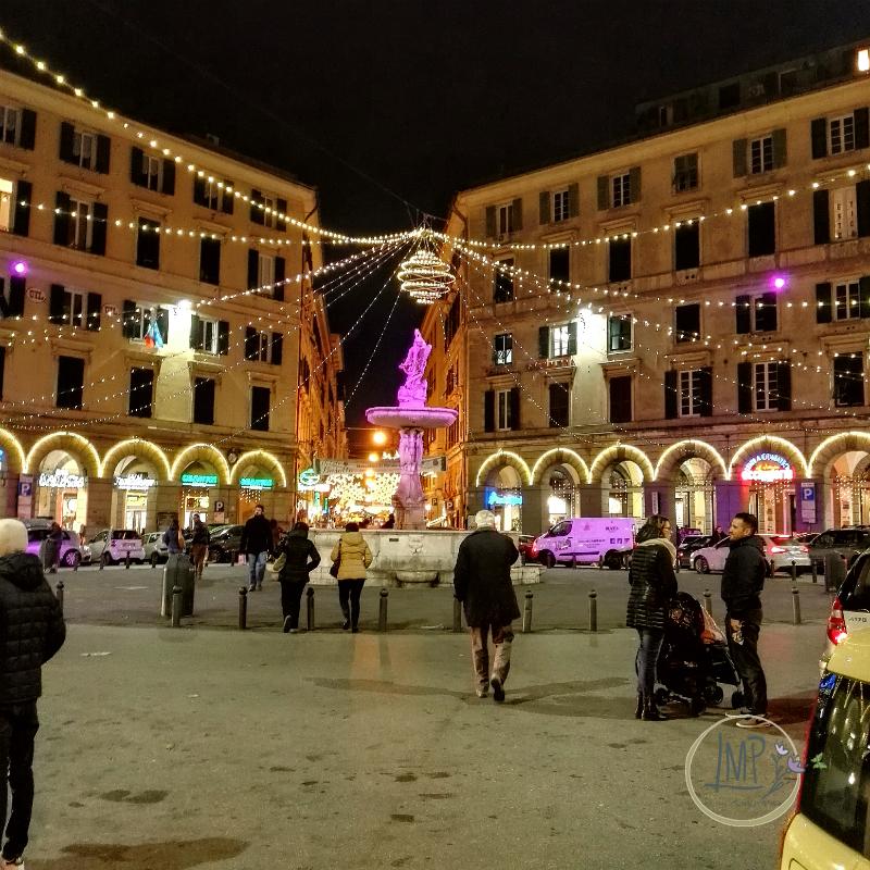 Natale a Genova Piazza Colombo illuminata