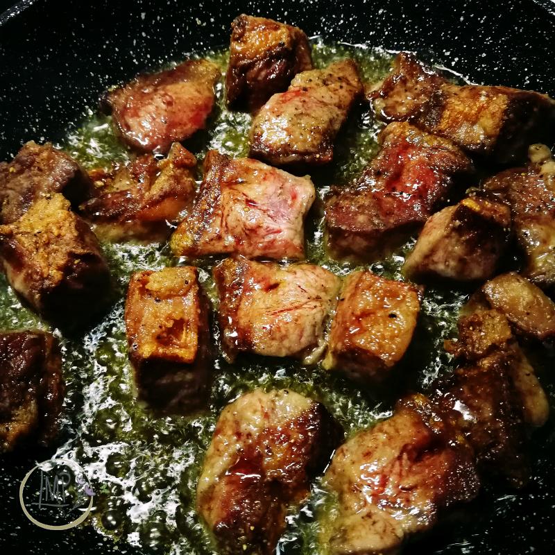 Stufato alla guinness Carne rosolata con olio