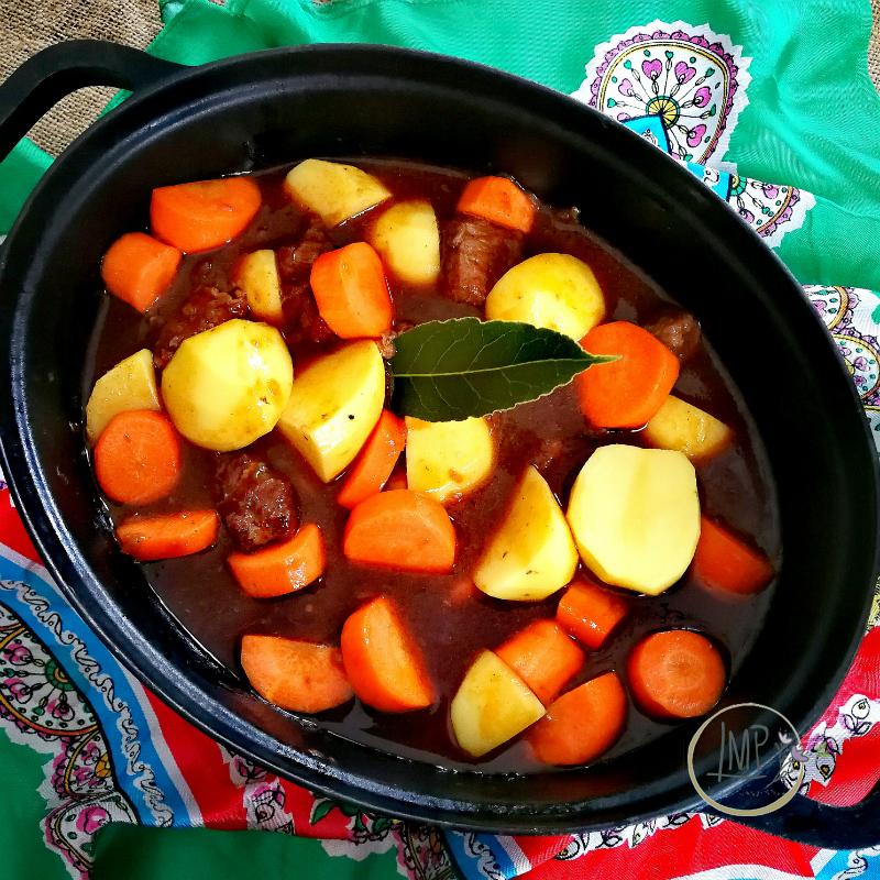 Stufato alla guinness Patate e carote a pezzi
