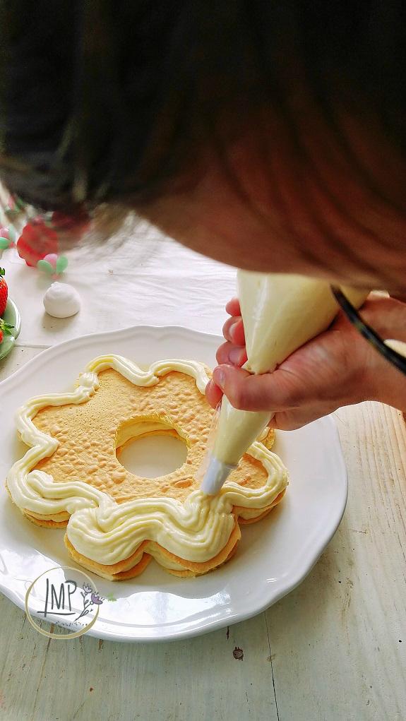 Cream tart un fiore sulla tavola la ricetta la - Un ampolla sulla tavola ...