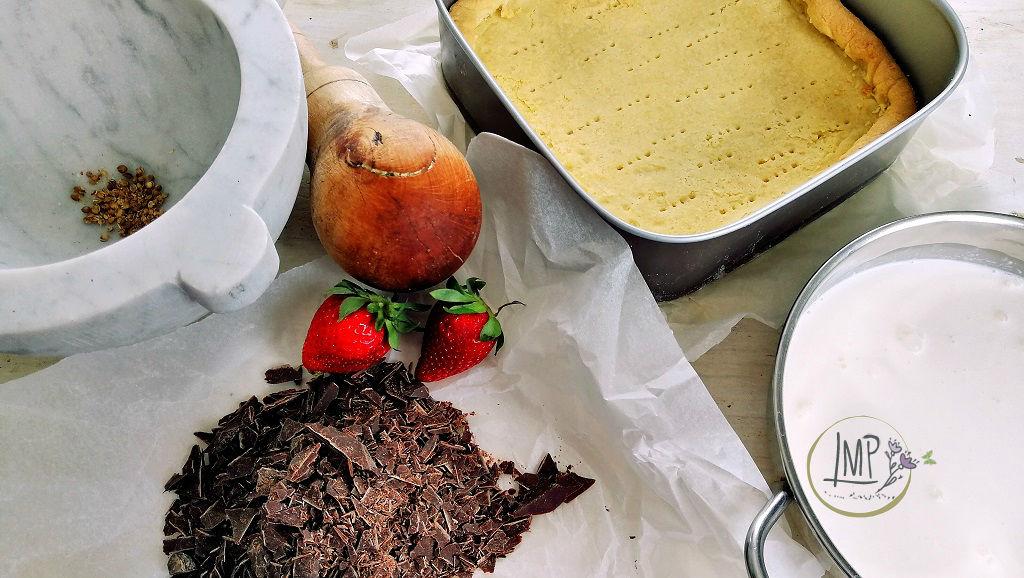 Crostata al cioccolato con salsa di fragole Ingredienti preparati