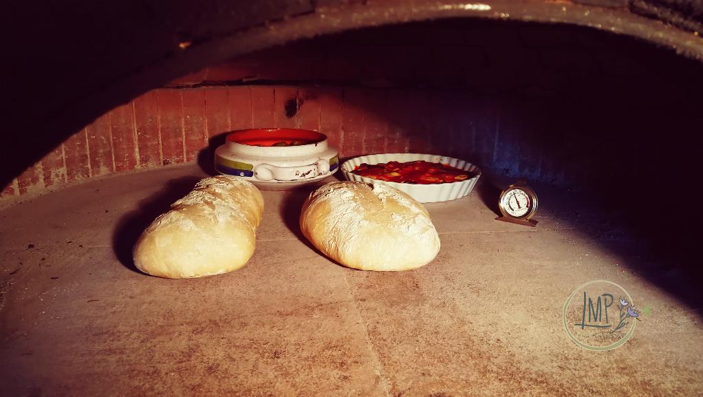 Fichi al vino al forno cottura nel forno a legna
