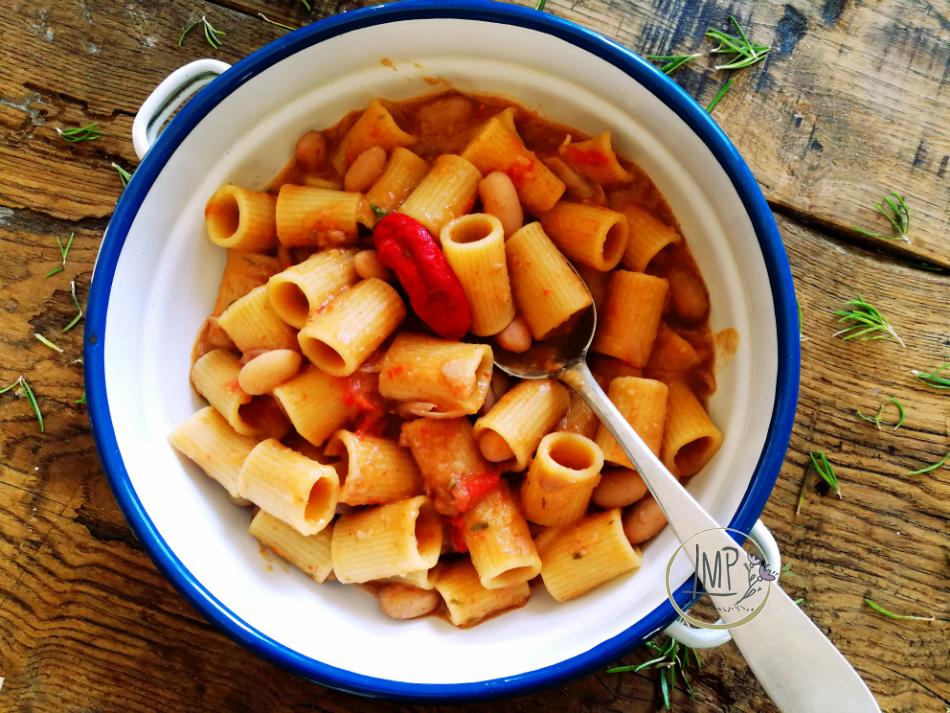 Pasta e fagioli freschi piatto