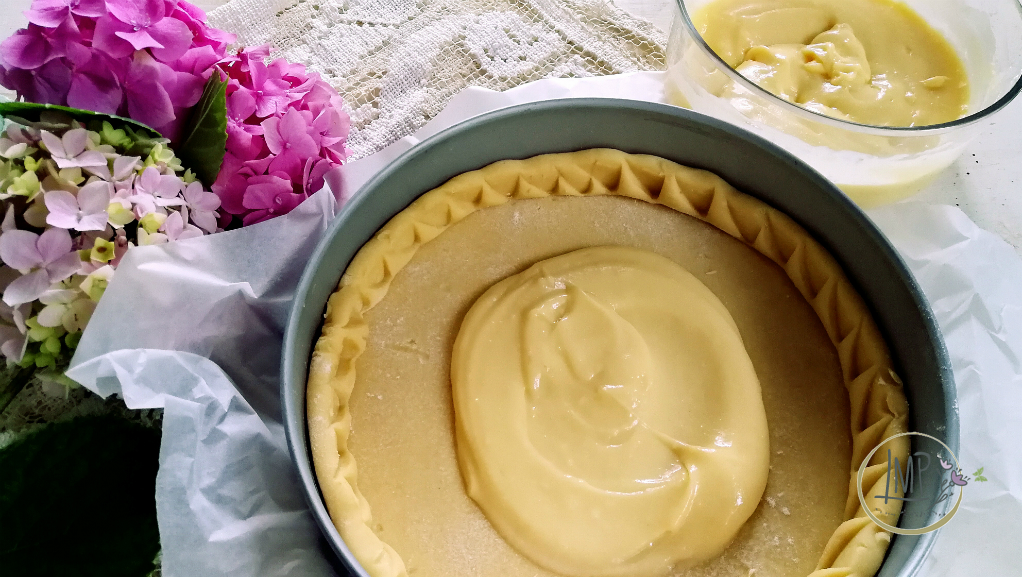 Torta della nonna crostata e crema