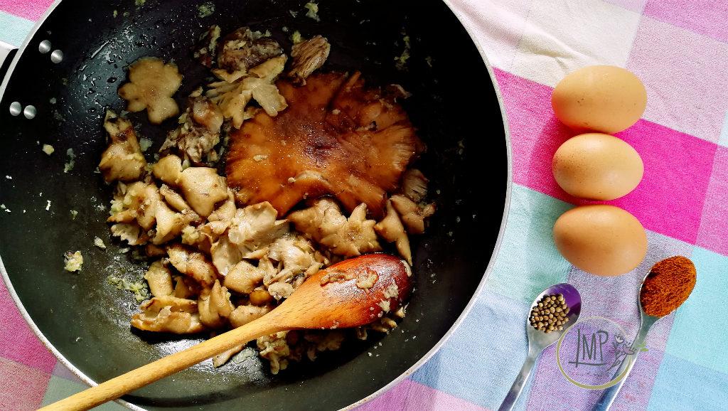Uova al tegamino al forno cottura funghi