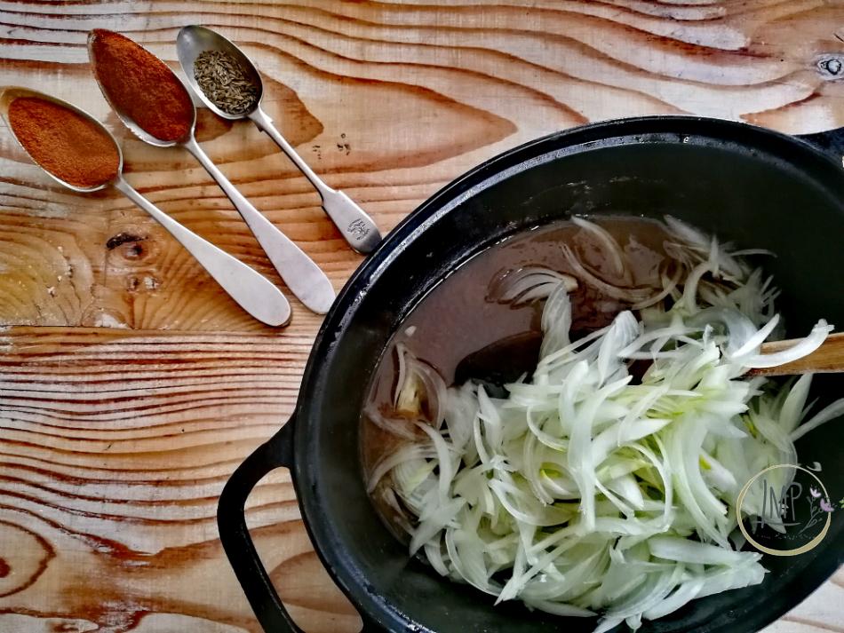 Gulasch ungherese aggiunta cipolle
