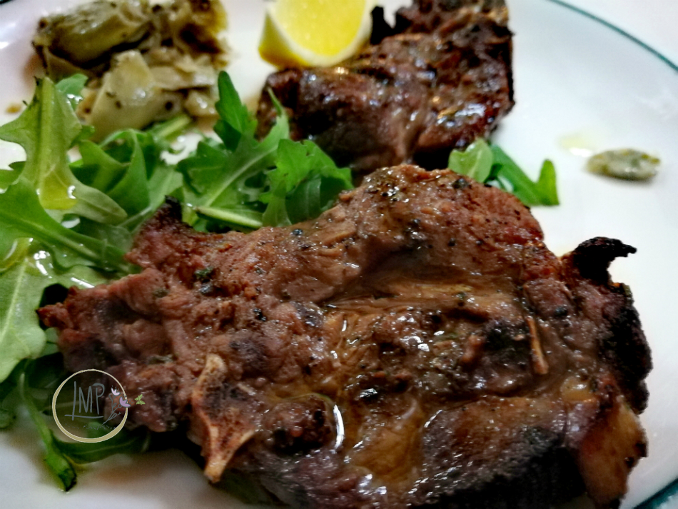 Arrosticini abruzzesi bistecche di pecora cotte