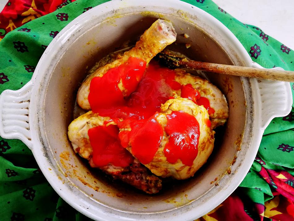 Pollo al curry con salsa di pomodoro