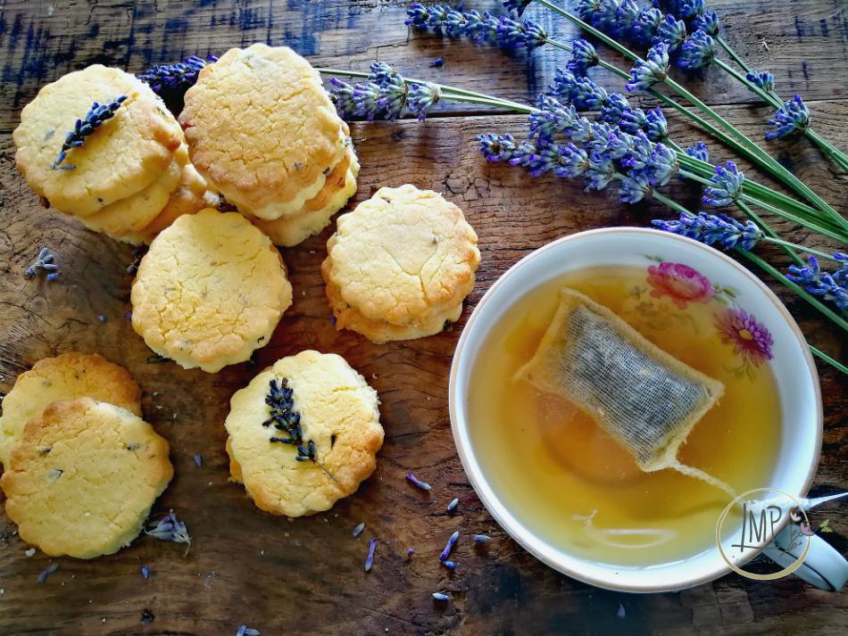 Frollini breakfast con tè bancha