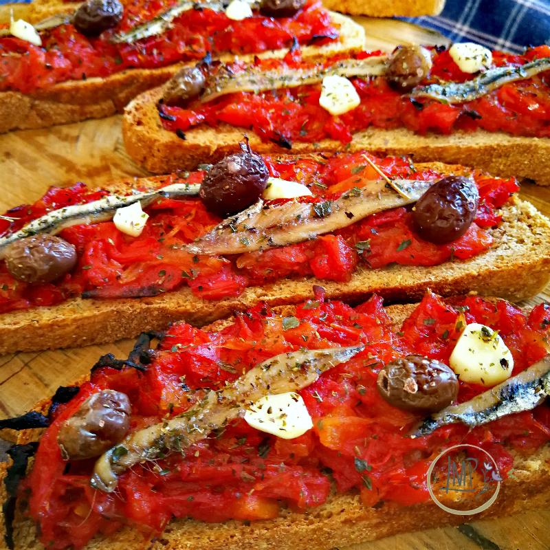 Bruschetta ligure dettaglio fette di pane