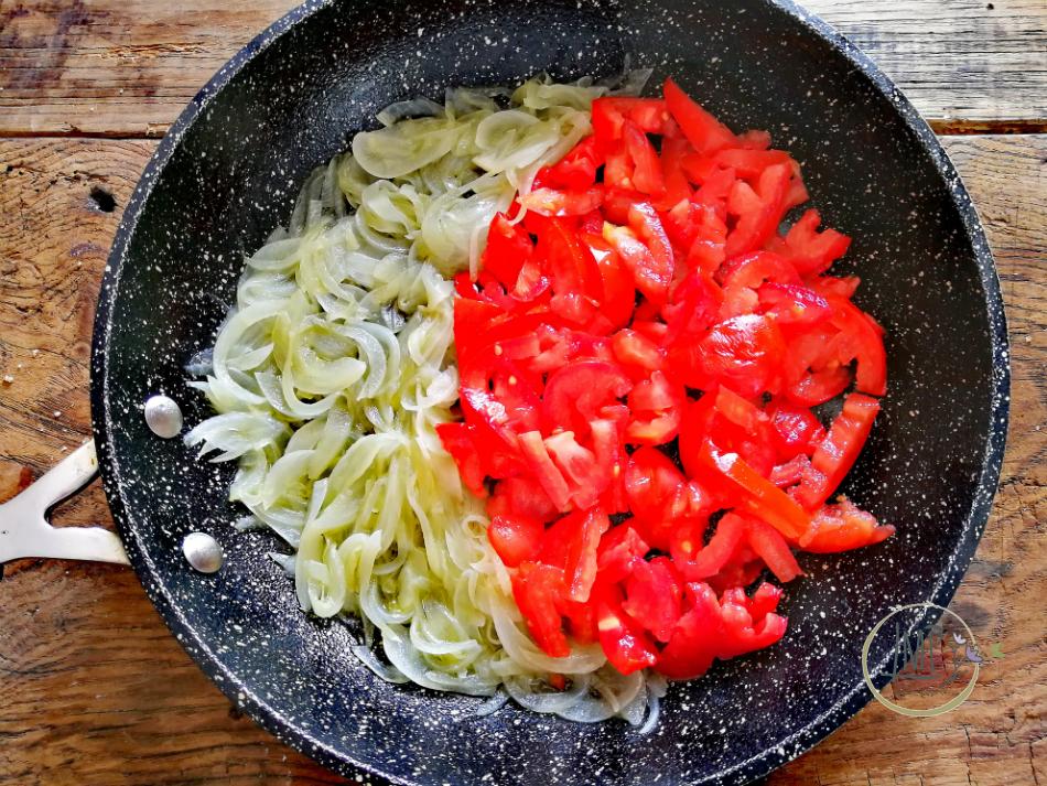 Cottura salsa di pomodoro per bruschette