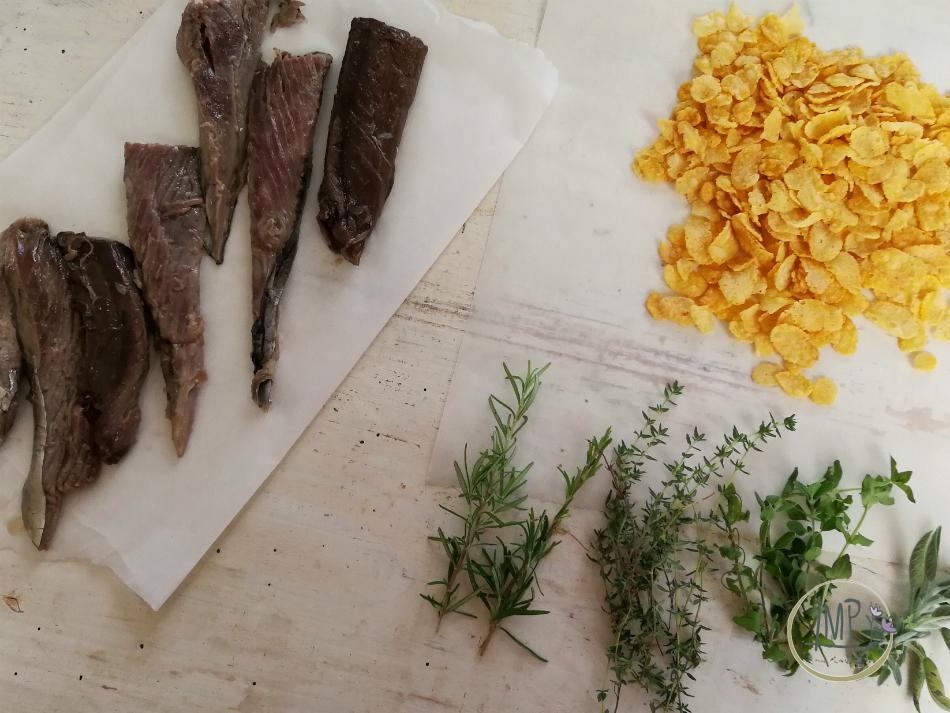 Preparazione panatura con erbe e corn flakes