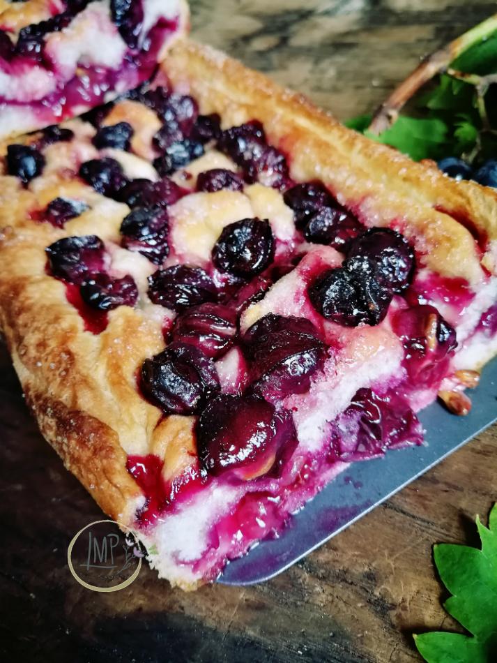 Focaccia con uva fragola dettaglio fetta