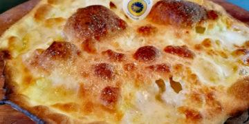 Manuelina focaccia di Recco col formaggio