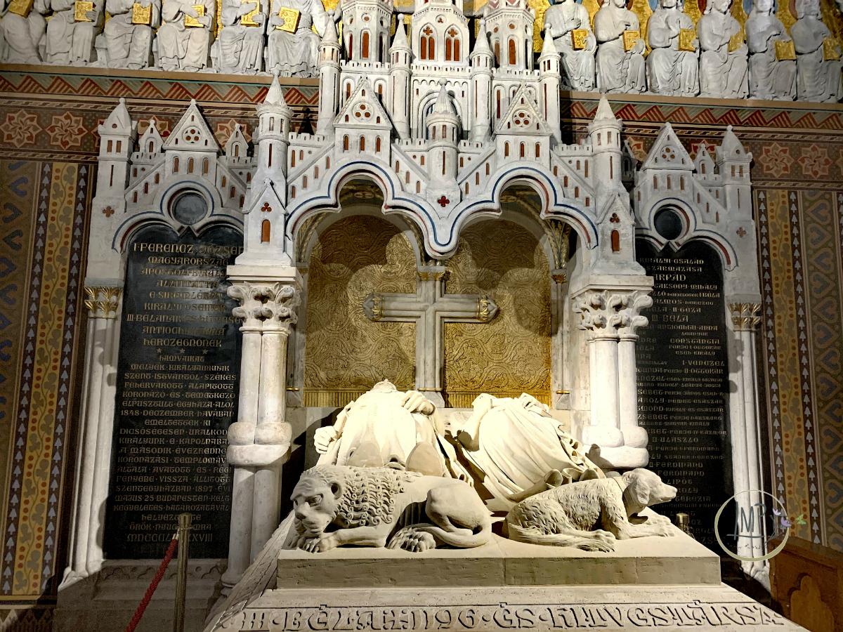 Budapest in 3 giorni Chiesa di Mattia Mátyás-templom tomba