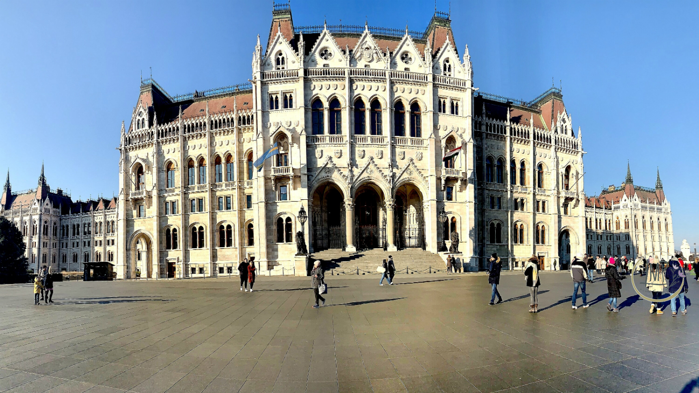 Budapest in 3 giorni Pazza del Parlamento 1