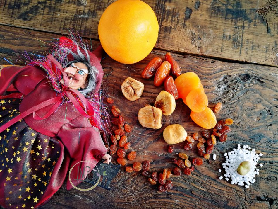 Ingredienti con frutta secca e fava