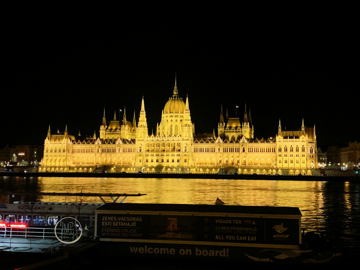 Parlamento by night
