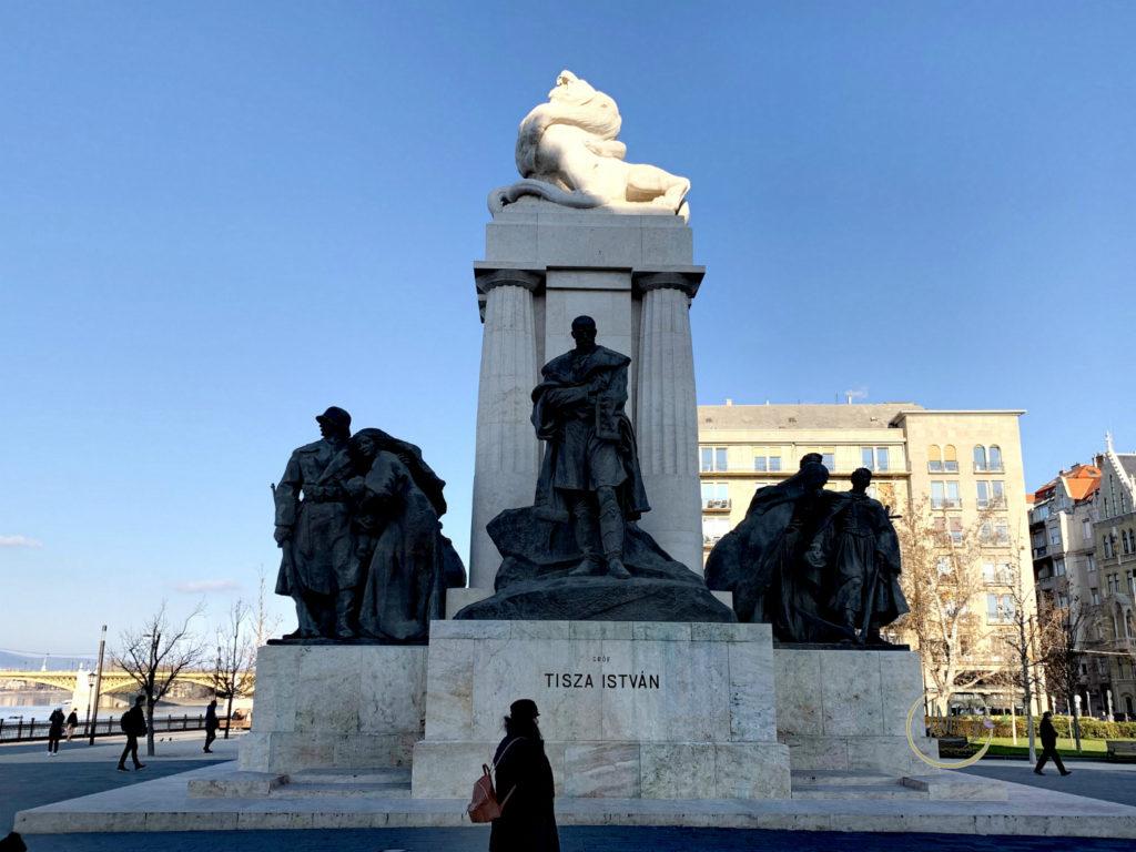 Piazza del Parlamento lato nord statua di Tisza Istvan