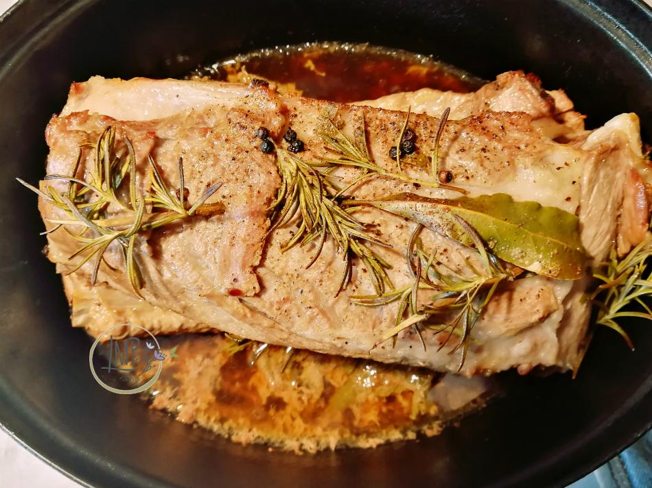 Costine di maiale al forno in cottura