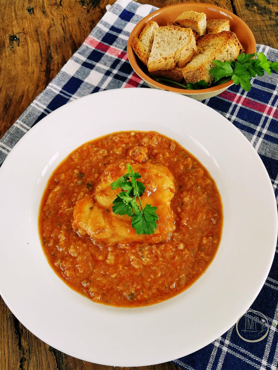 Zuppa di rana pescatrice con crostni di pane