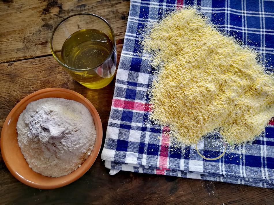 Ingredienti revzora focaccia di farina di mais
