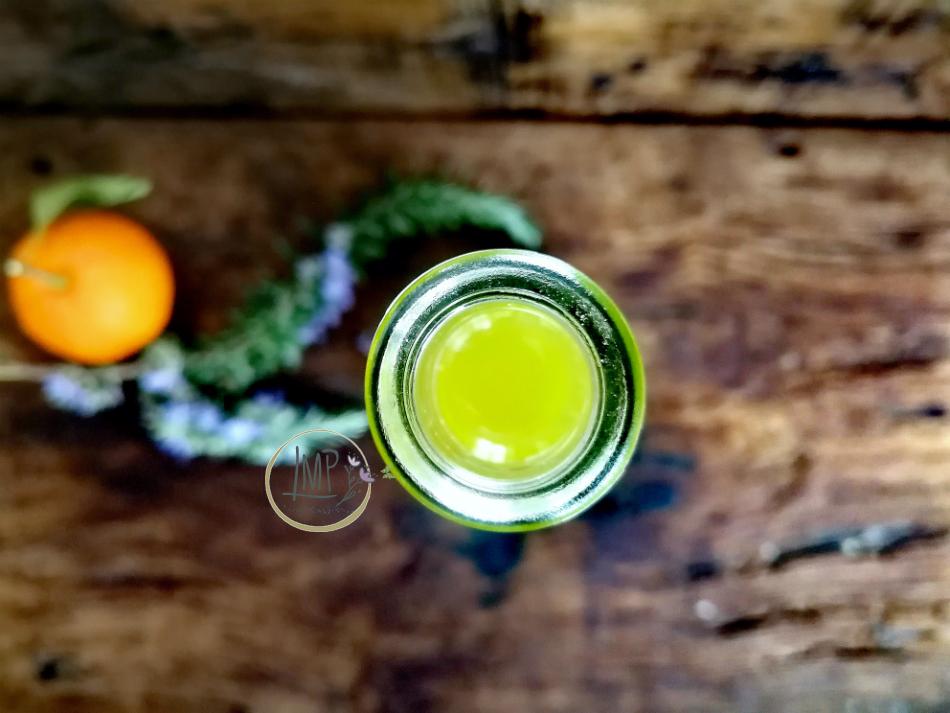 Liquore al rosmarino e arancia fltrato