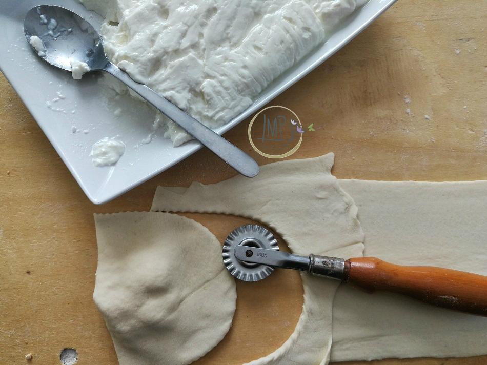 Preparazione focaccine al formaggio 5