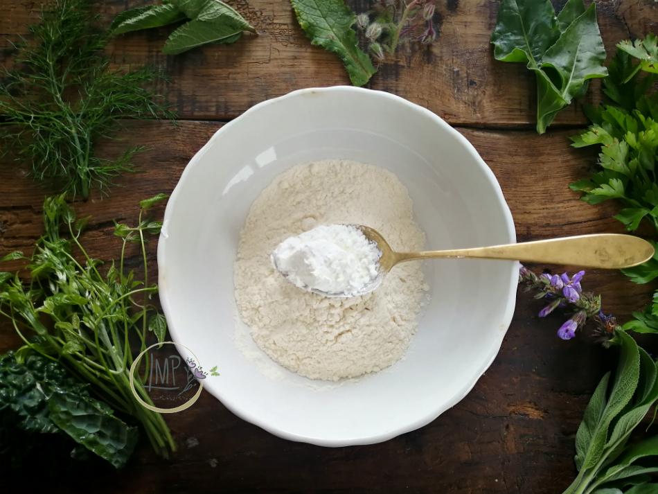 Preparazione pastella farina e maizena