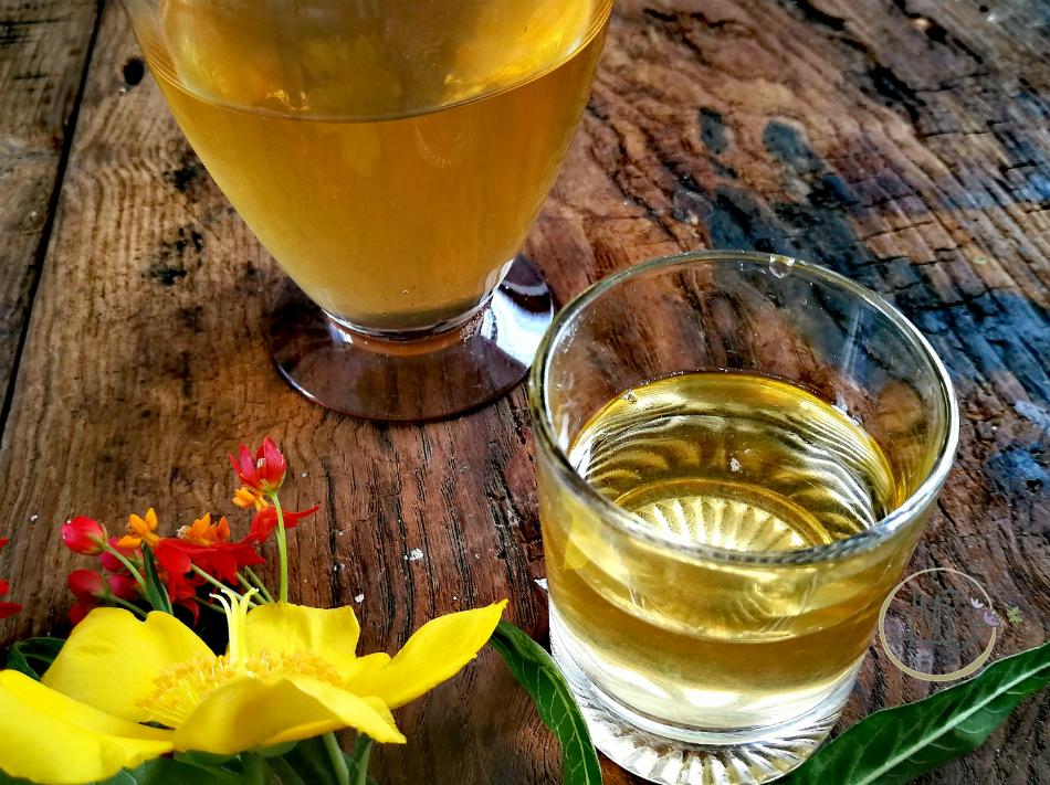 Liquore di albicocche filtrato