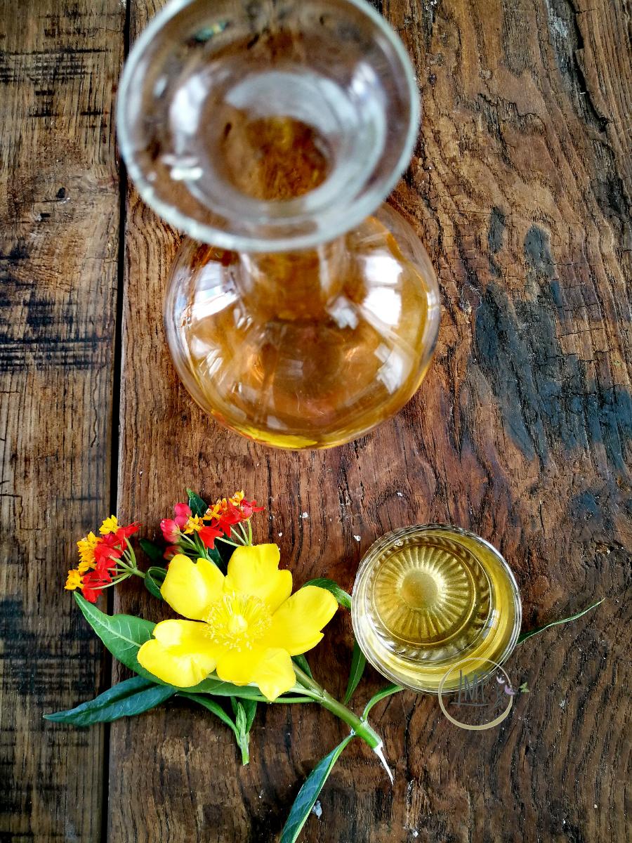 Liquore di albicocche in bottiglia